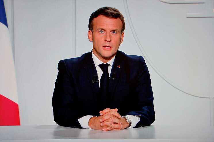 Macron anuncia novo confinamento em França para evitar 400 mil mortes
