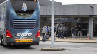 Photo of Reforços entre os 26 jogadores do F. C. Porto que viajaram para Manchester