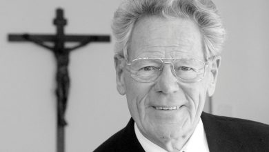 Epitáfio Professor Hans Küng-alemanha-mileniostadium