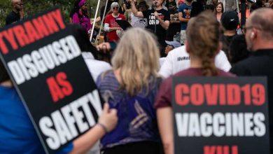 Americanos anti-máscaras admitem usá-las para se protegerem dos vacinados