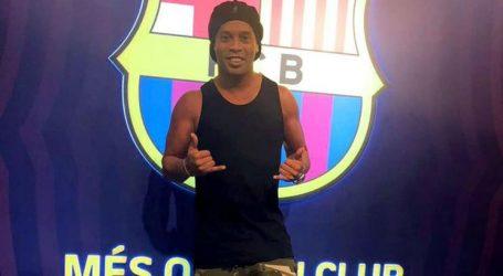 Barcelona quer castigar Ronaldinho por apoiar Bolsonaro